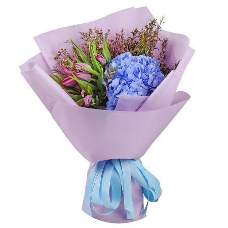 Bouquet Blue hydrangea with tulips